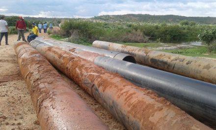 Jaguaretama: Cogerh retira barramento para facilitar escoamento de água para o Castanhão