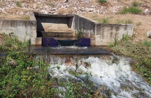Açude Faé, em Quixelô, volta a liberar água após 8 anos de estiagem